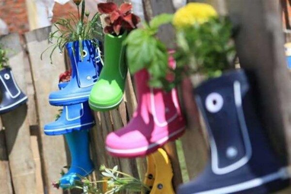 Recycling Shoe Planter Ideas for Balcony Garden