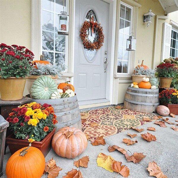 Porch Decoration Ideas for Autumn with Pumpkin