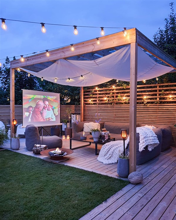 Comfortable Backyard Movie Theater Ideas - Unique Balcony ...