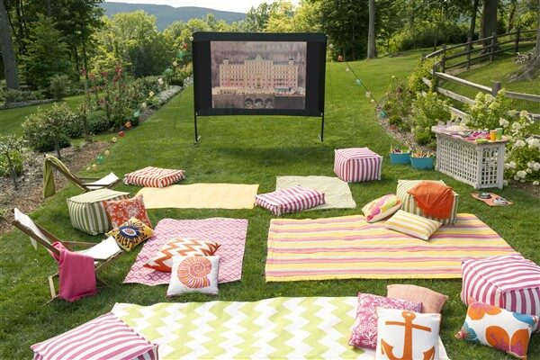 Comfortable Backyard Movie Theater Ideas