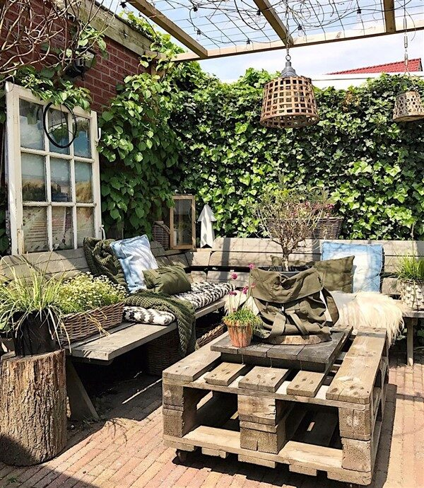 Pallet Furniture Ideas for Outdoor Decoration