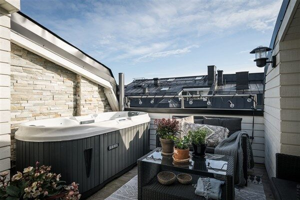 Outdoor Jacuzzi Ideas for Balconies & Terraces