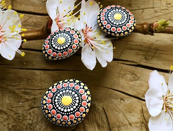 Painting Mandala Stones: Handmade DIY Projects