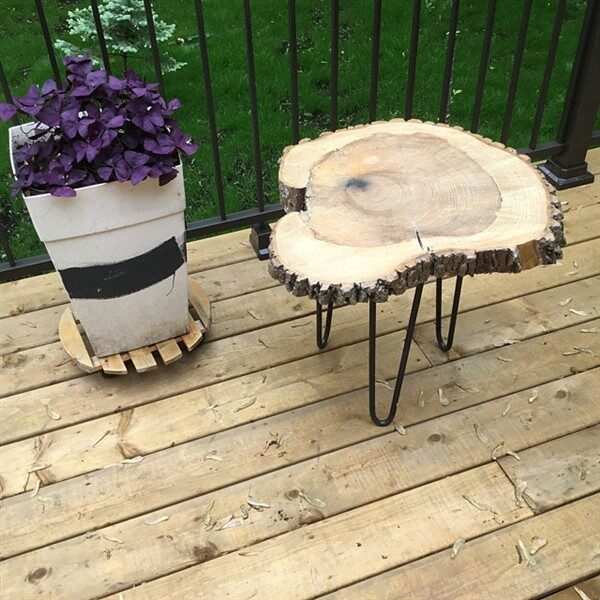 Wood Slice Table: A Natural-Looking Tables For Balcony Decoration