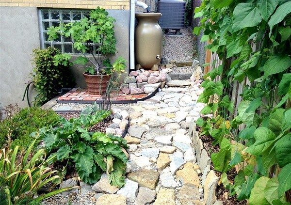 Rainscaping Ideas: Useful Methods To Manage Rainwaters In Gardens