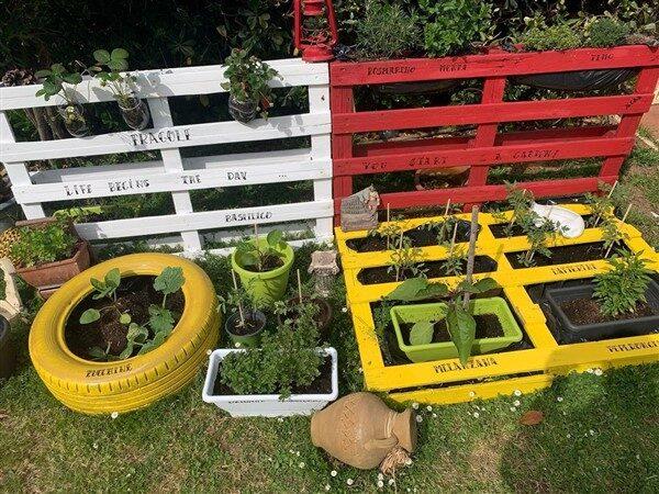 Pallet Garden Design With 4 Different Ideas